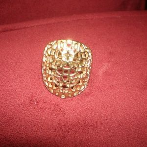 Nowt ring gold tone  adjustable  high end style
